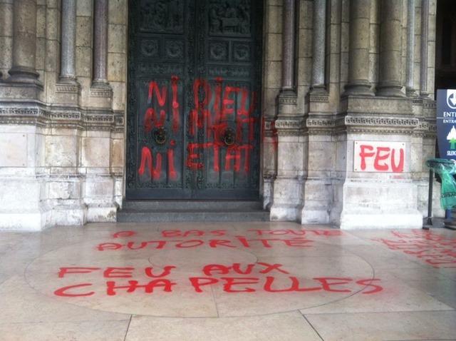 Profanation de l'entrée de la basilique de Montmartre - 02