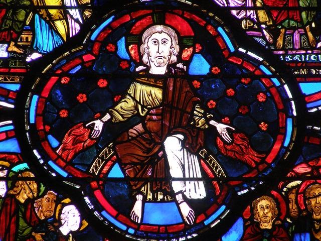 Cathédrale_de_Bourges_-_Détail_du_vitrail_de_l'Apocalypse_(début_XIIIème_siècle)