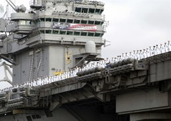 USS_Abraham_Lincoln_(CVN-72)_Mission_Accomplished
