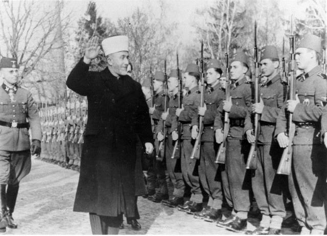 Bundesarchiv_Bild_146-1978-070-04A,_Amin_al_Husseini_bei_bosnischen_SS-Freiwilligen
