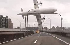 Avion-transasia-crashe-riviere-taiwan