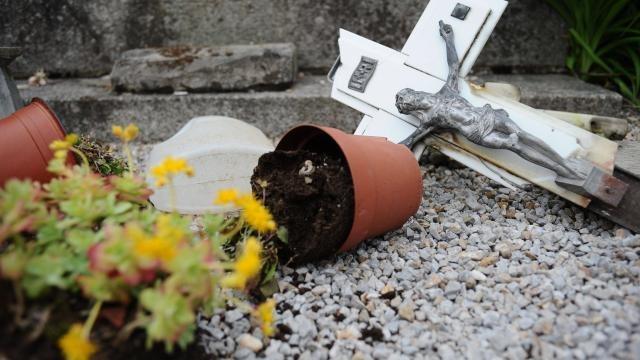 80-tombes-vandalisees-dans-un-cimetiere-de-castres
