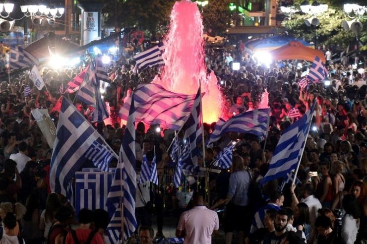 Athènes: fontaine couleur sang.