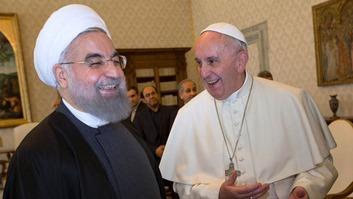 le-pape-francois-d-et-le-president-iranien-hassan-rohani-au-vatican-le-26-janvier-2016_5504259