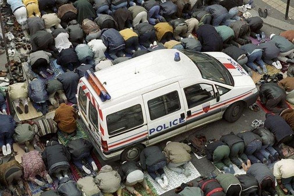 Prieres-de-rue-Police