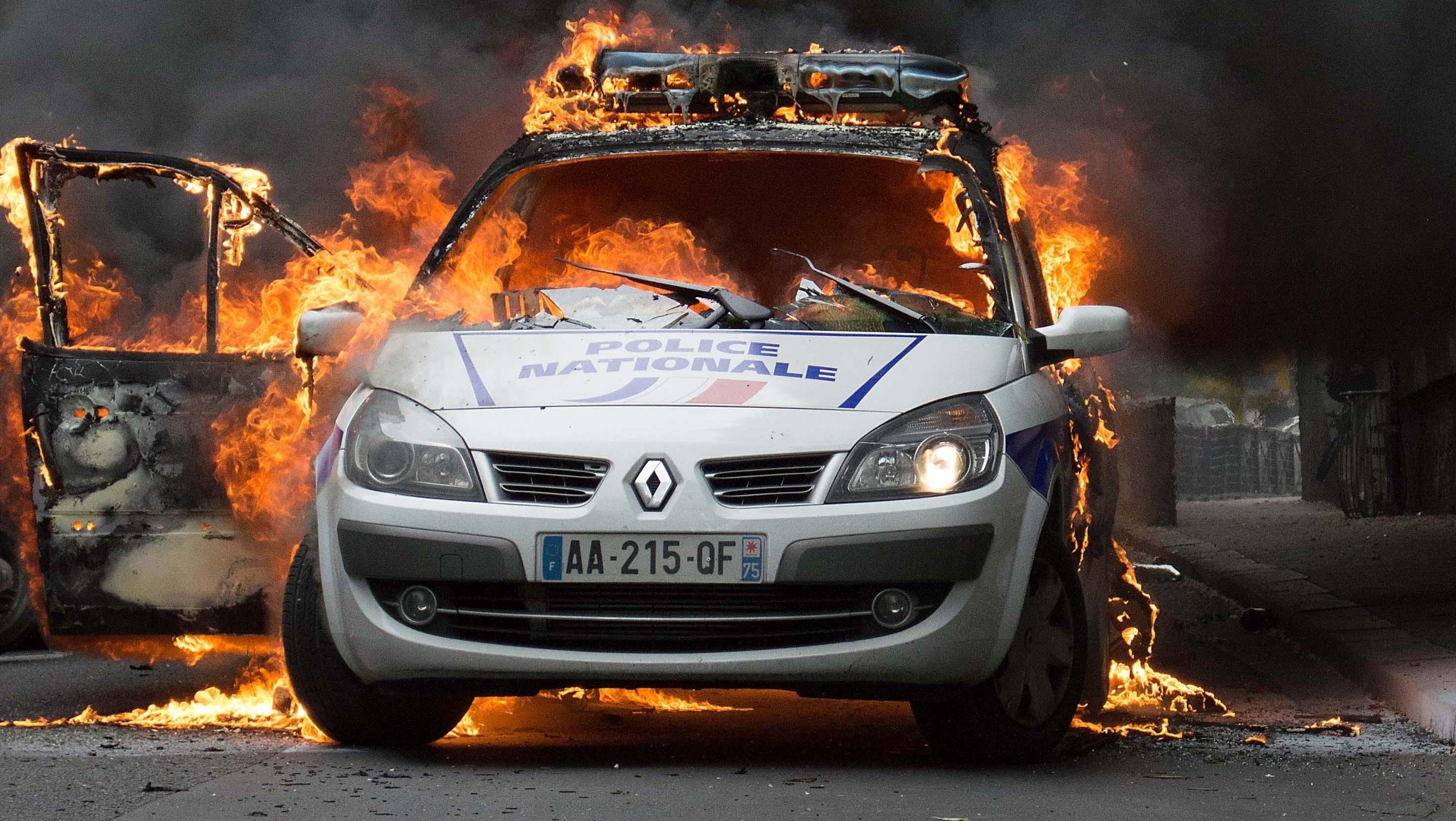 voiture-police-brulee