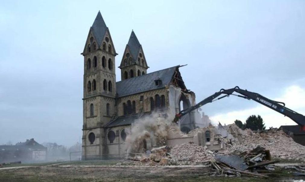 destruction des églises et de la Foi 001
